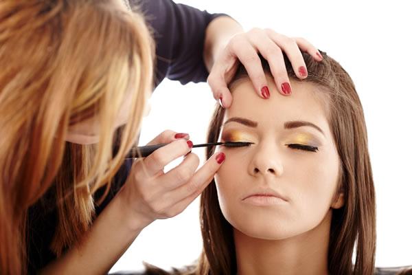 Como se Tornar uma Maquiadora Profissional Passo a Passo